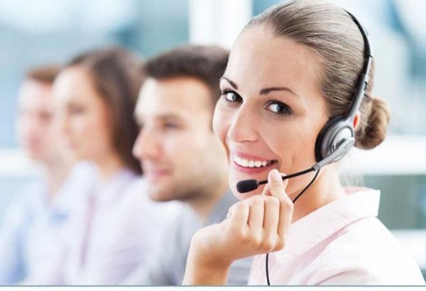 در زمان گفتگو با مشتری لبخند بزنید